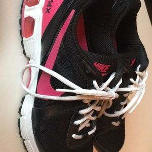 Nike women's size 9 black/pink/white air max shoes